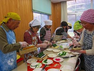 郷土料理づくり研修の様子